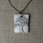 Träd med stuga smalare 150kr/st, med svart kjedja, ca 3,5x2,5cm. Art.nr: 7TRK2